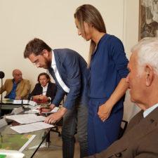 Un momento della firma dellaccordo tra Comune di Bologna e Laboratorio 0246 per la costruzione del parco Primo Sport 0246 (Bologna, 25/9/2016)